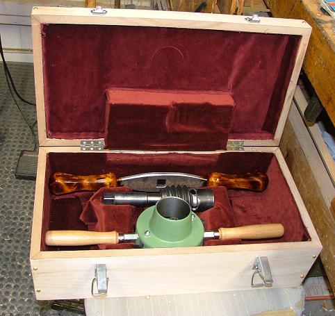 Verktøysettet som har gjort det mogleg for fleire av medlemmane å lage skruvar til sine skottbenkar. Foto: Ole Jørgen Schreiner