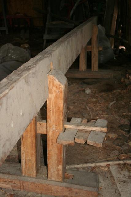 Skottbenken er ein av få som har bevart nokre av dei originale kilane. Foto: Roald Renmælmo