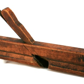 This is a moulding plane that seems to be among the oldest planes in the tool chest of Knut Larsen Høis. The color is very nice. The plane has not been cleaned. Photo: Roald Renmælmo