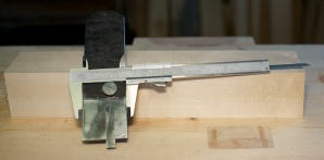 Bredda på høvelstålet er 49 mm . Dette målet er avgjerande for bredda på emnet til høvelen. Foto: Roald Renmælmo