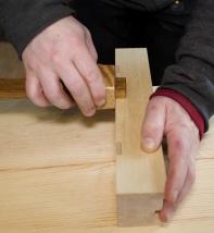 """Kantane er runda mot ein riss som er ein liten ¼"""" frå kanten. Eg stilte ripmoten på 5,5 mm og ripa tydeleg til kvar side. Foto: Roald Renmælmo"""