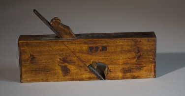 "Semshøvel med 9 ½"" lang høvlstokk. Høvelen er merka med PP. N. Foto: Roald Renmælmo"