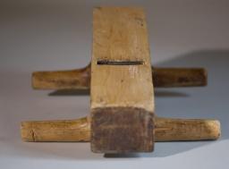 """Undersida av same okshøvel som på dei to førre bileta. Tanna er 2 ⅜"""" brei. Foto: Roald Renmælmo"""
