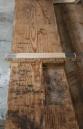 I langborda som er 4 meter lange og måler 5 cm x 18,5 cm er det ei utsparing som passar til tappen i bukken. Foto: Roald Renmælmo