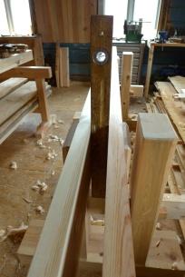 Ein vanleg vater er fint å ha for handa når ein skal justere loddet på langbordet. Foto: Roald Renmælmo