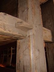 Kiler er brukt til å låse strekkstagene. Foto: Jørn Ulven