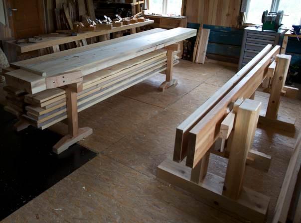 Skottbenken og høvelbenken eg nytta til høvling av golvborda. Foto: Roald Renmælmo