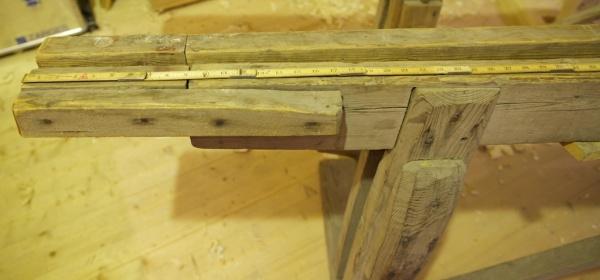 """Langborda er forlenga med påspikra bitar. Det gir lengd på 24"""" frå midt i foten i denne enden. Foto: Roald Renmælmo"""
