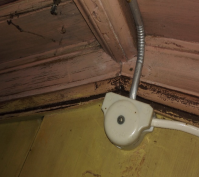Figur 7 panel og listvek på dagens kaldt loft i det opprinnelige våningshuset Foto: J.Utstumo
