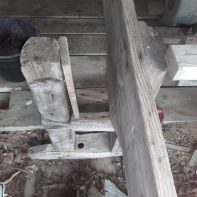 Det faste langbordet er spikra inntil staven