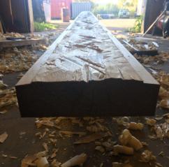 Rettbord etter grov dimensjonering med øks og høvlet med fletthøvel ned til riktig dimensjon