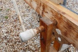 """Skruvane i benken var laga av bjørk og hadde skruvedelen med diameter på noko over 2"""". Foto: Roald Renmælmo"""